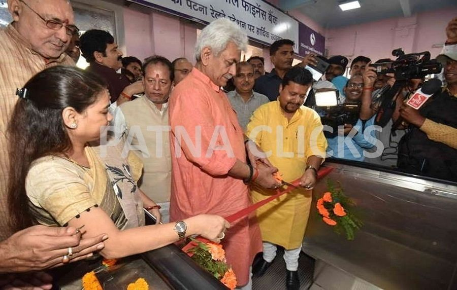 Railway Minister Inaugurates Two More Escalators at Patna Junction.
